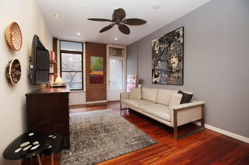 Amazing 1 Bedroom in the Heart of Manhattan. Your Palace Awaits!